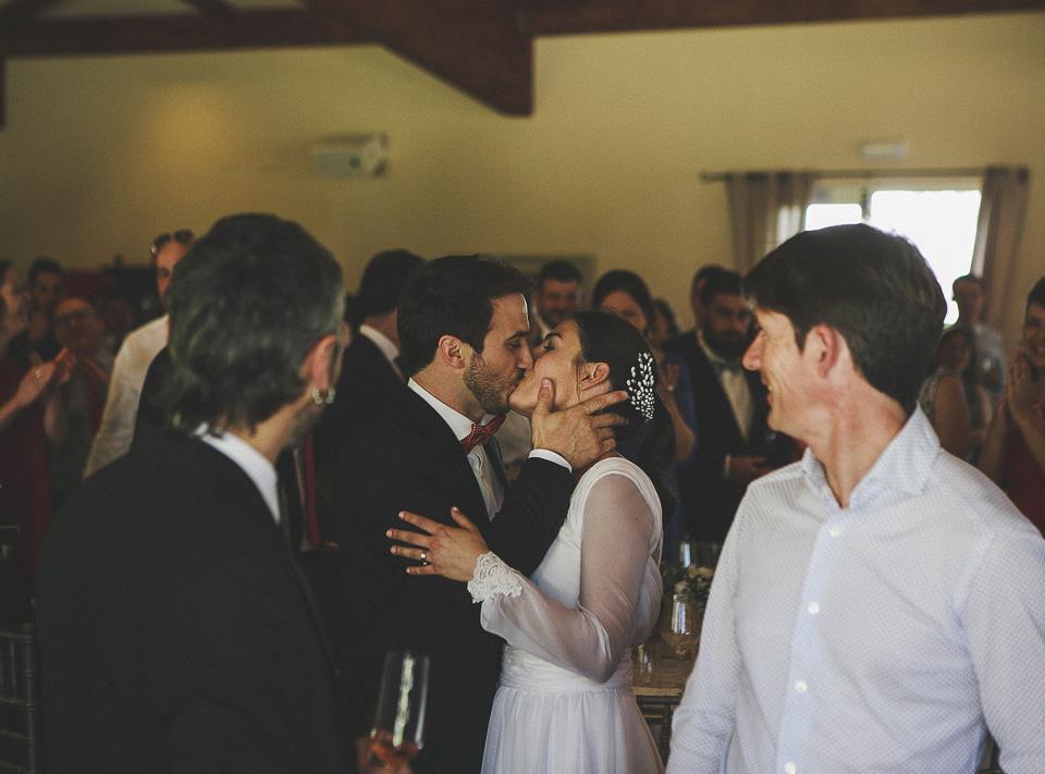 68 beso de novios en banquete villadelia