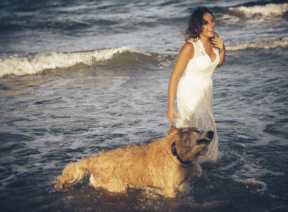 25 novia con perro en playa
