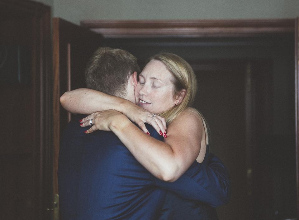 09-hermana-del-novio-abrazo