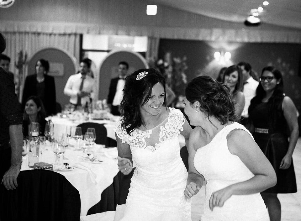 55 novias felices con batucada