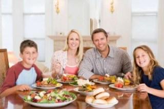 makan malam keluarga