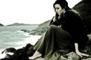 wanita kesepian