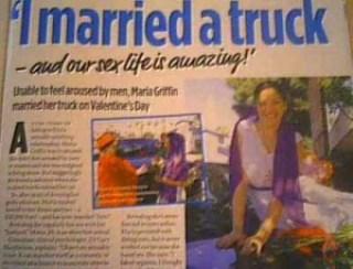 Menikah Dengan Mobil Truk