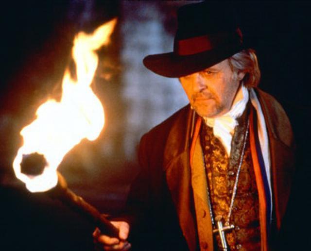 Anthony Hopkins como Van Helsing en Drácula.