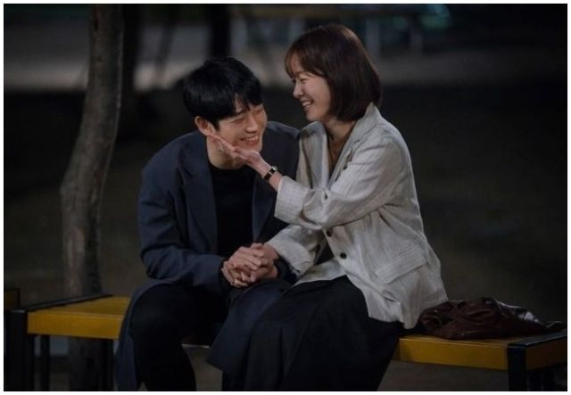 "Jung Hae In y Han Ji Min en """"One Spring Night""."