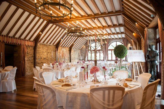 Photographe de mariage au château de miremont en auvergne : une superbe salle de réception.