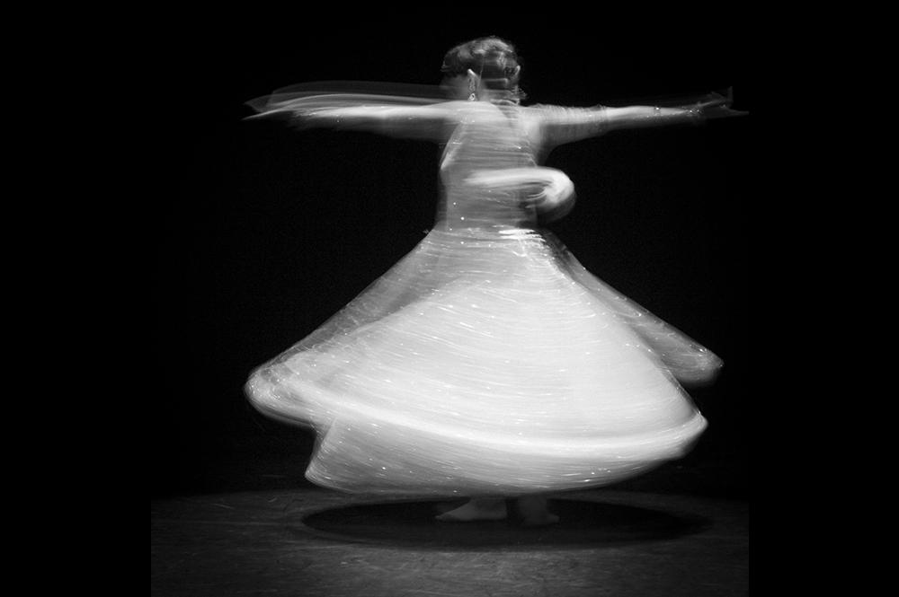 Photographie artistique d'un spectacle de danse orientale à riom en auvergne par un photographe professionnel de clermont-ferrand.