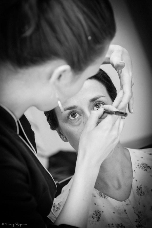 Préparatifs de la mariée le matin du mariage : séance de maquillage à clermont-ferrand à domicile.