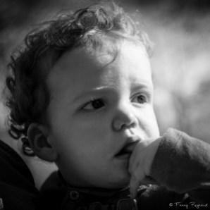 portrait-enfant-garcon-noir-blanc