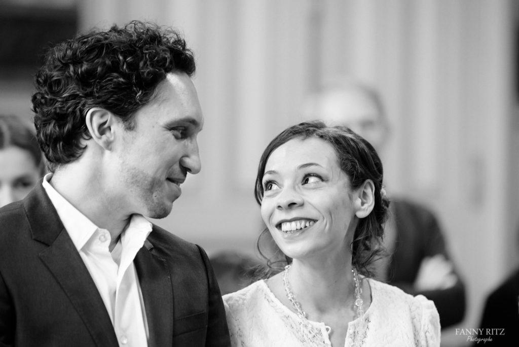 Photographe mariage paris - un regard intense entre deux mariés issu d'un reportage mariage
