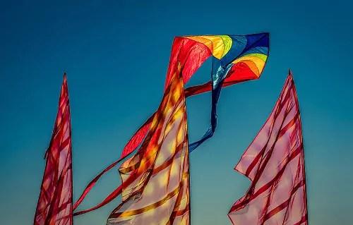 Drachen im Wind beim Fanø Drachenfest