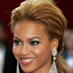 Beyonce To Give 4 Scholarships to Young College Women