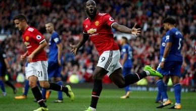 United Thrash Everton With Late Goals