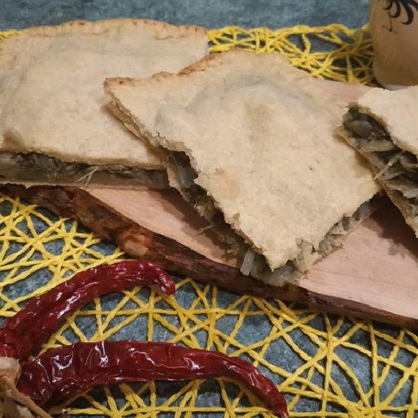 Focaccia impastata con sughetto di cicoria