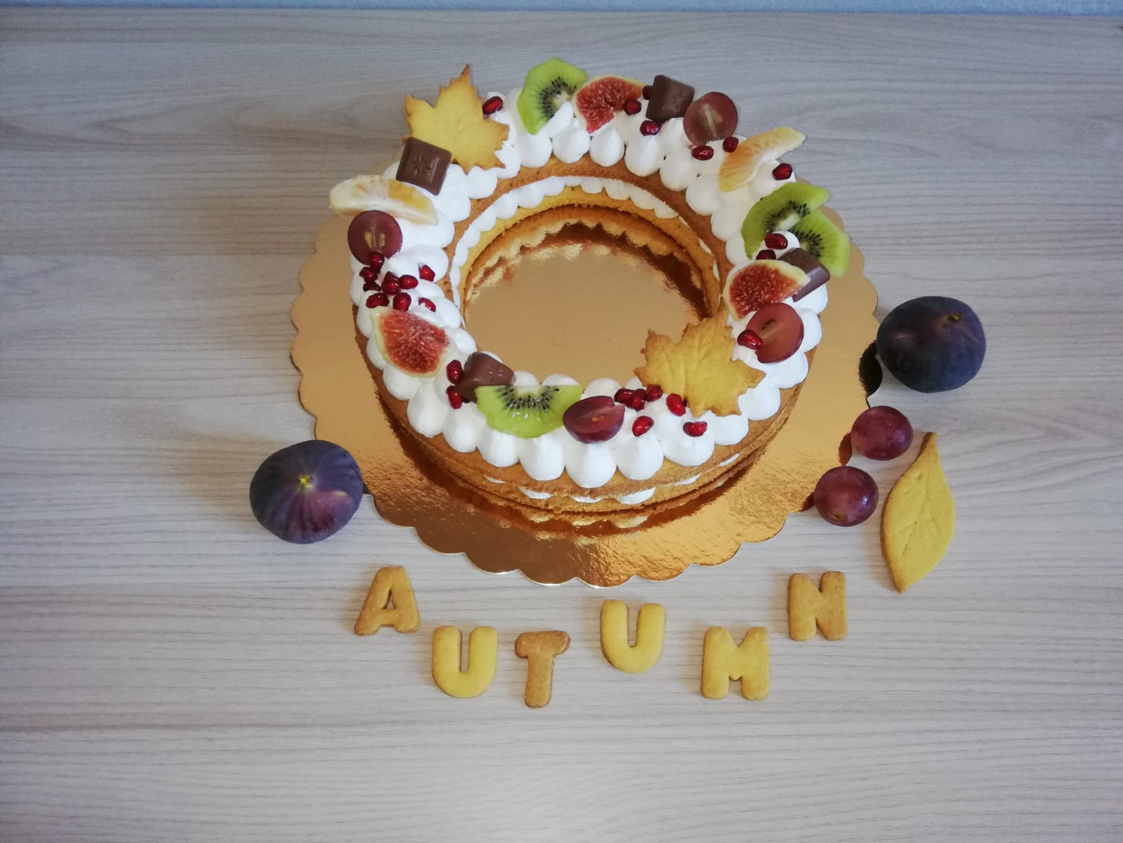 Cream tart con crema Chantilly e frutta di stagione