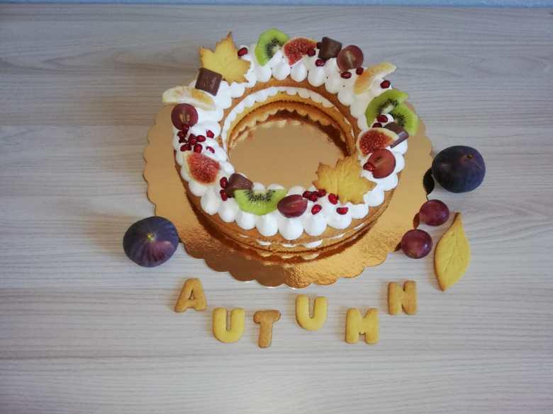 Cream tart con crema Chantilly e frutta di stagione