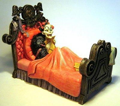 Darling Little Things Cruella De Vil In Bed Hollow Box
