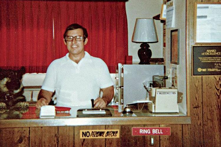 Gerald Foos @ El Motel del Voyaeur