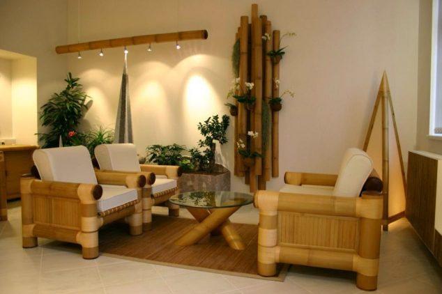 Impresionante cómo decorar con palos de bambú decoración para el hogar sala de estar comedor diseños diseños con bambúes sofá y la lámpara de piso de la iluminación de vidrio mesa redonda 634x422 16 adornos de bambú del árbol para la decoración del hogar de Thar son a la vez encantador y funcional