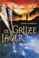 De Grijze Jager 2: De brandende brug Boek omslag