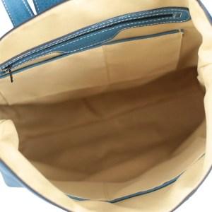 Scompartimenti interni zaino donna in pelle azzurro Fantini Pelletteria