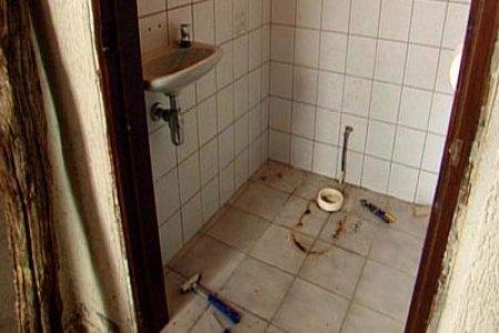 https://i1.wp.com/www.fantv.nl/images/stories/klus/18893-plaatsen-van-een-nieuwe-wasbak-of-toilet-2.jpg?resize=450,300