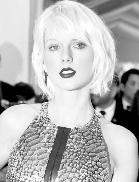 Taylor Swift: sí es una víbora!! LOL!