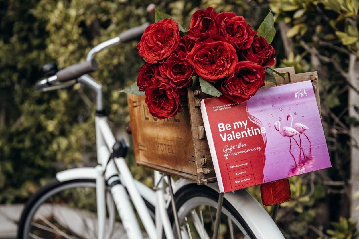tinggly-valentines-gift-experience-box-on-back-of-bike-with-roses