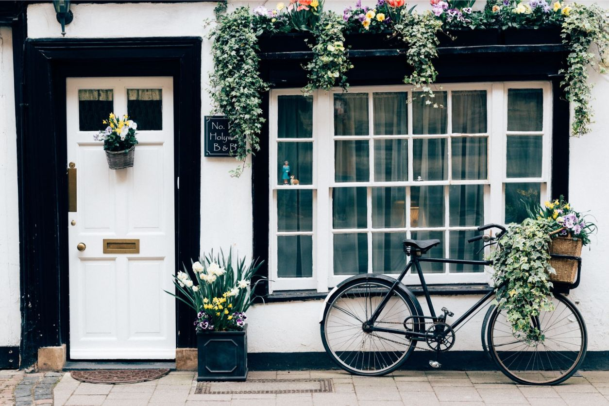 No 1 Holywell B&B Oxford. Plants and a bicycle in front of old historic black and white Tudor home and shop front. Oxford hotel. How to Spend One Day in Oxford: Best Things to Do. Oxford England. Oxford UK. Oxford University. 24 hours in Oxford. Oxford in One Day. Things to do in Oxford. Places to see in Oxford. Places to Visit in Oxford. What to see in Oxford. Things to see in Oxford. What to do in Oxford. Oxford attractions. Oxford top attractions. Oxford travel blog. Oxford travel guide. Oxford Castle. Turl Street. Oxford bookshops. Bridge of Sighs. Bodleian Library. Radcliffe Camera. University Church of St Mary. Oxford punting. Click through to read more..