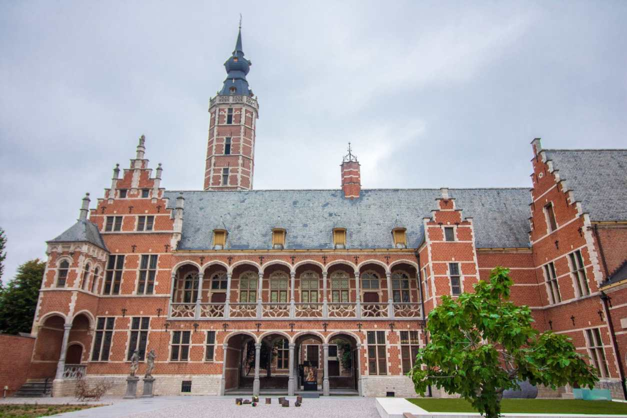 gorgeous-garden-of-old-historic-european-building-museum-hof-van-busleyden-things-to-do-in-mechelen-belgium
