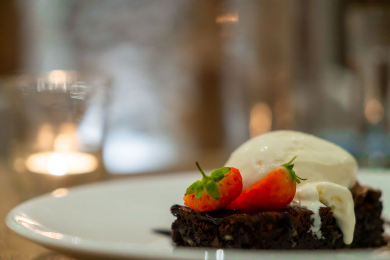 vanilla-ice-cream-and-dark-chocolate-brownie-with-strawberries-at-oxwich-bay-hotel-restaurant-wales