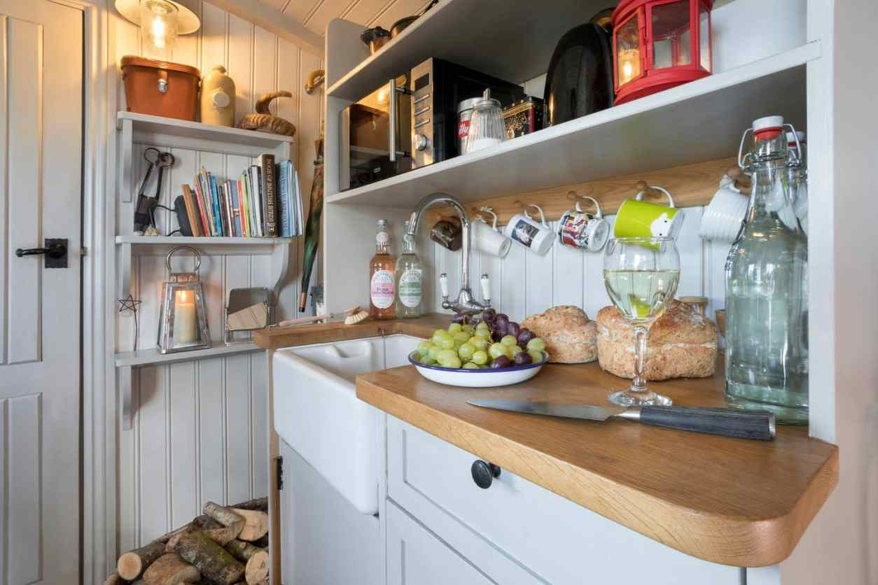 british-country-kitchenette-in-shepherds-hut-lake-district