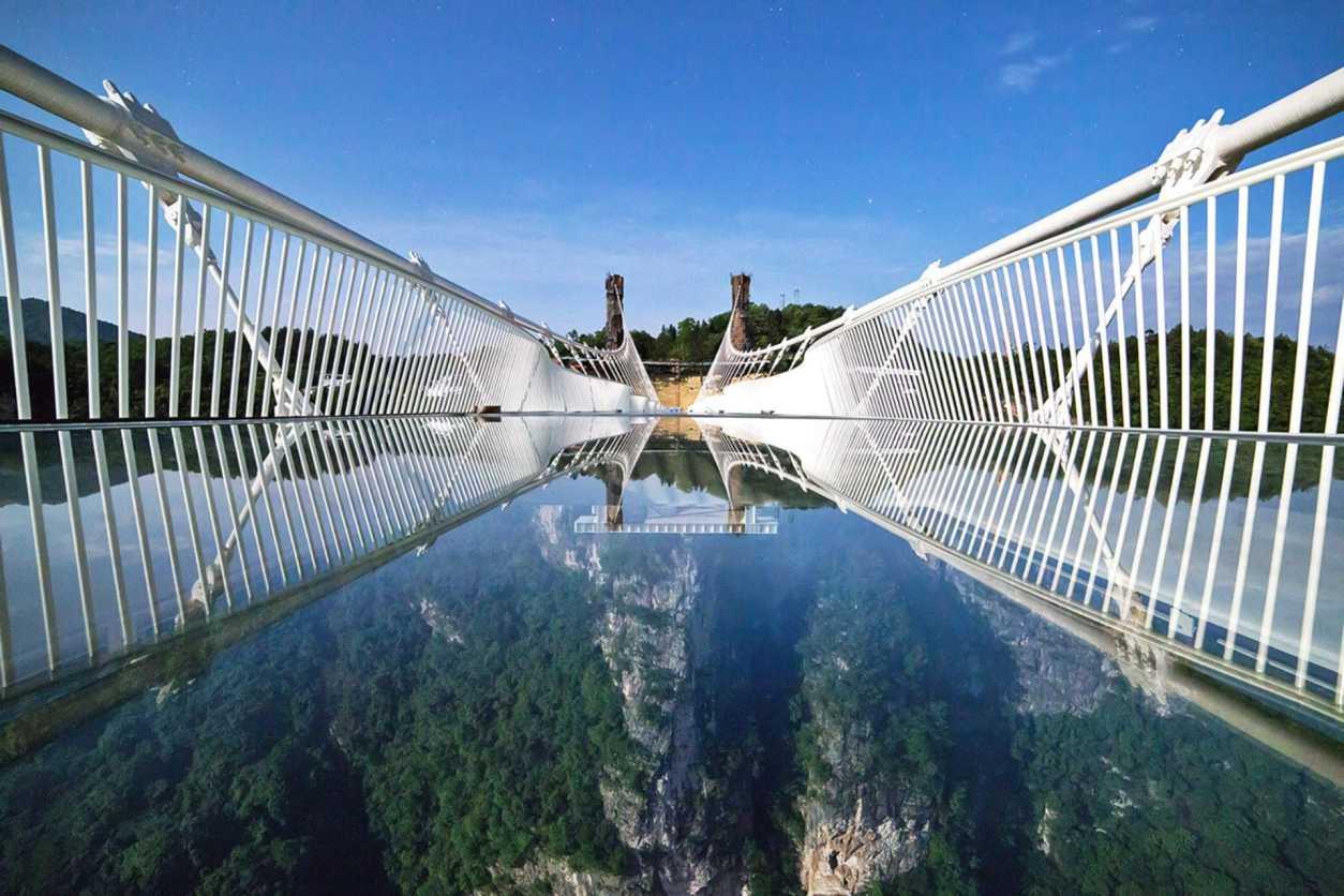 zhangjiajie-grand-canyon-glass-bridge-famous-tourist-attraction-in-china