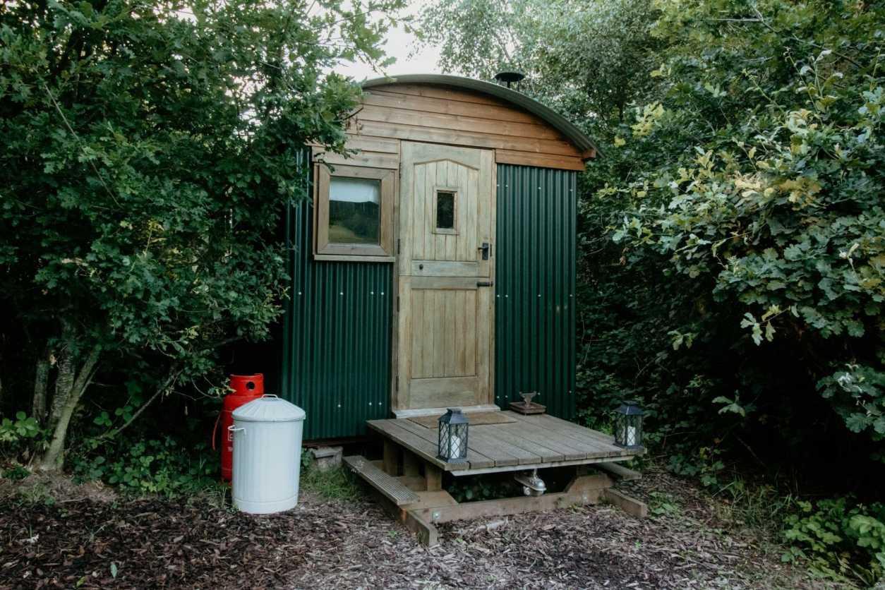 prothero-shepherds-hut-in-woodland