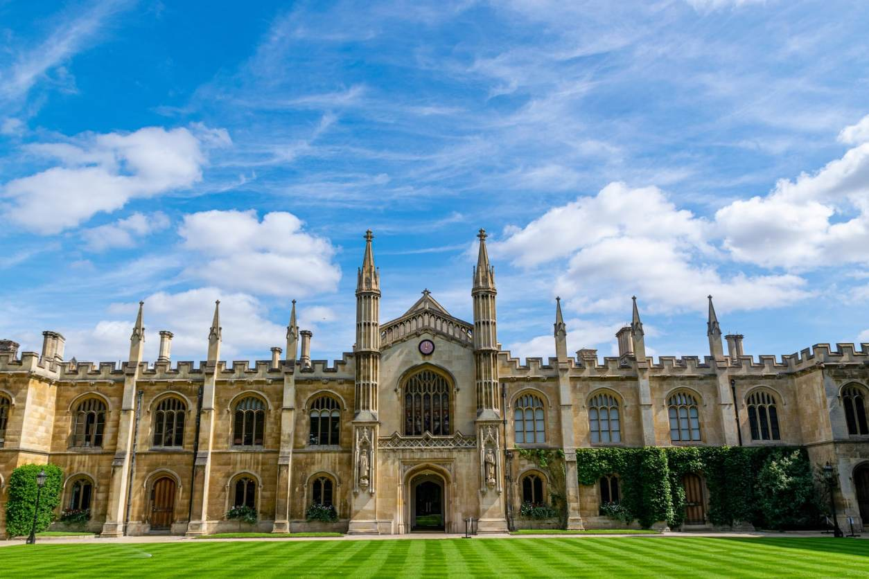 cambridge-college-with-green-lawn-on-summers-day