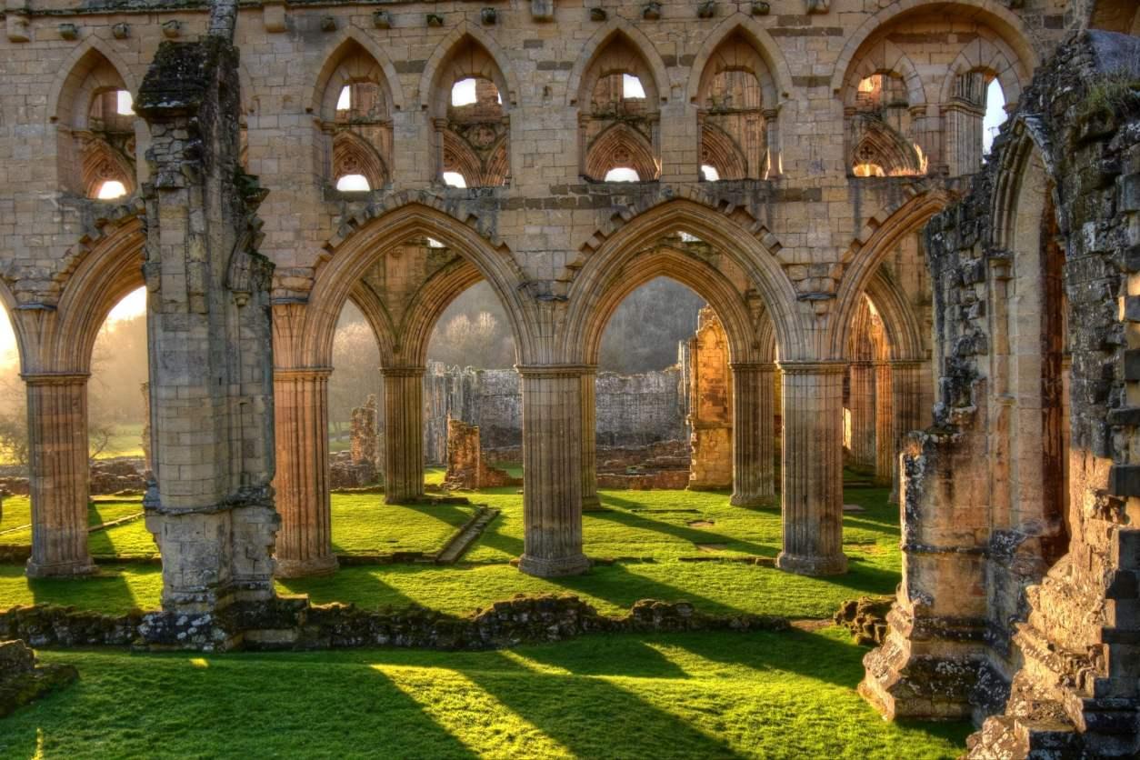 golden-hour-sunlight-shining-into-rievaulx-abbey-ruins