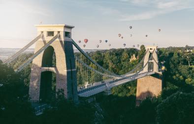 hot-air-balloons-flying-over-bristol-suspension-bridge-for-bristol-international-balloon-fiesta-best-uk-city-breaks-for-couples