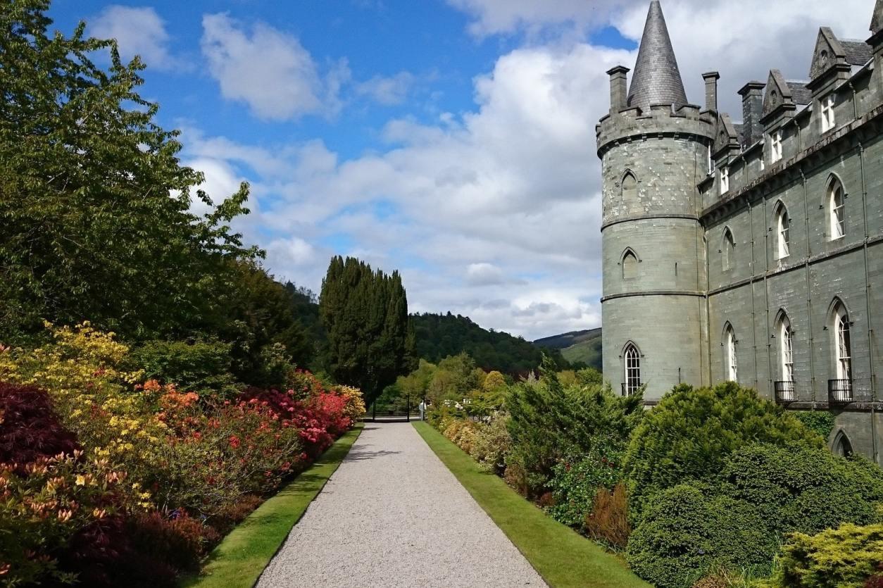 path-leading-through-castle-gardens-beside-inveraray-castle