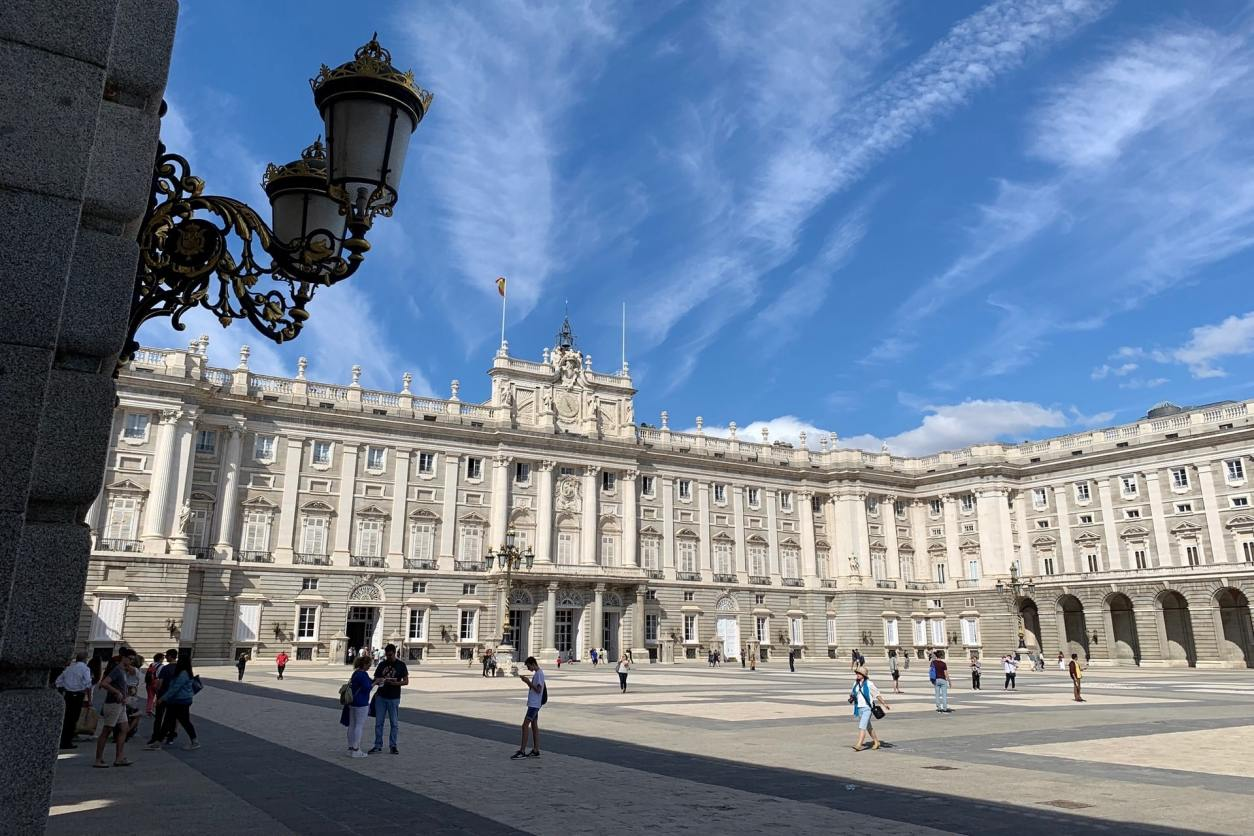 tourists-outside-palace-on-sunny-day-royal-palace-of-madrid-madrid-in-2-days-itinerary