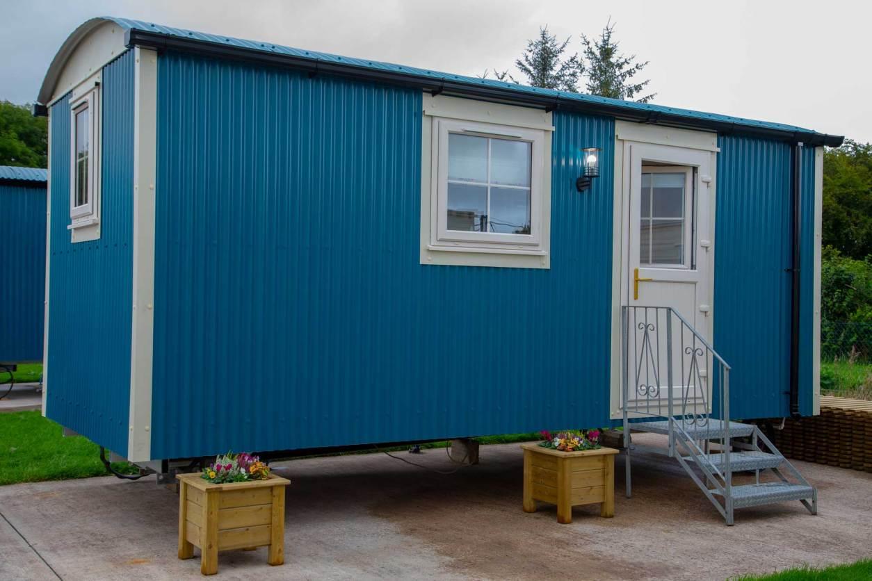 blue-shepherds-hut-at-blaney-caravan-park