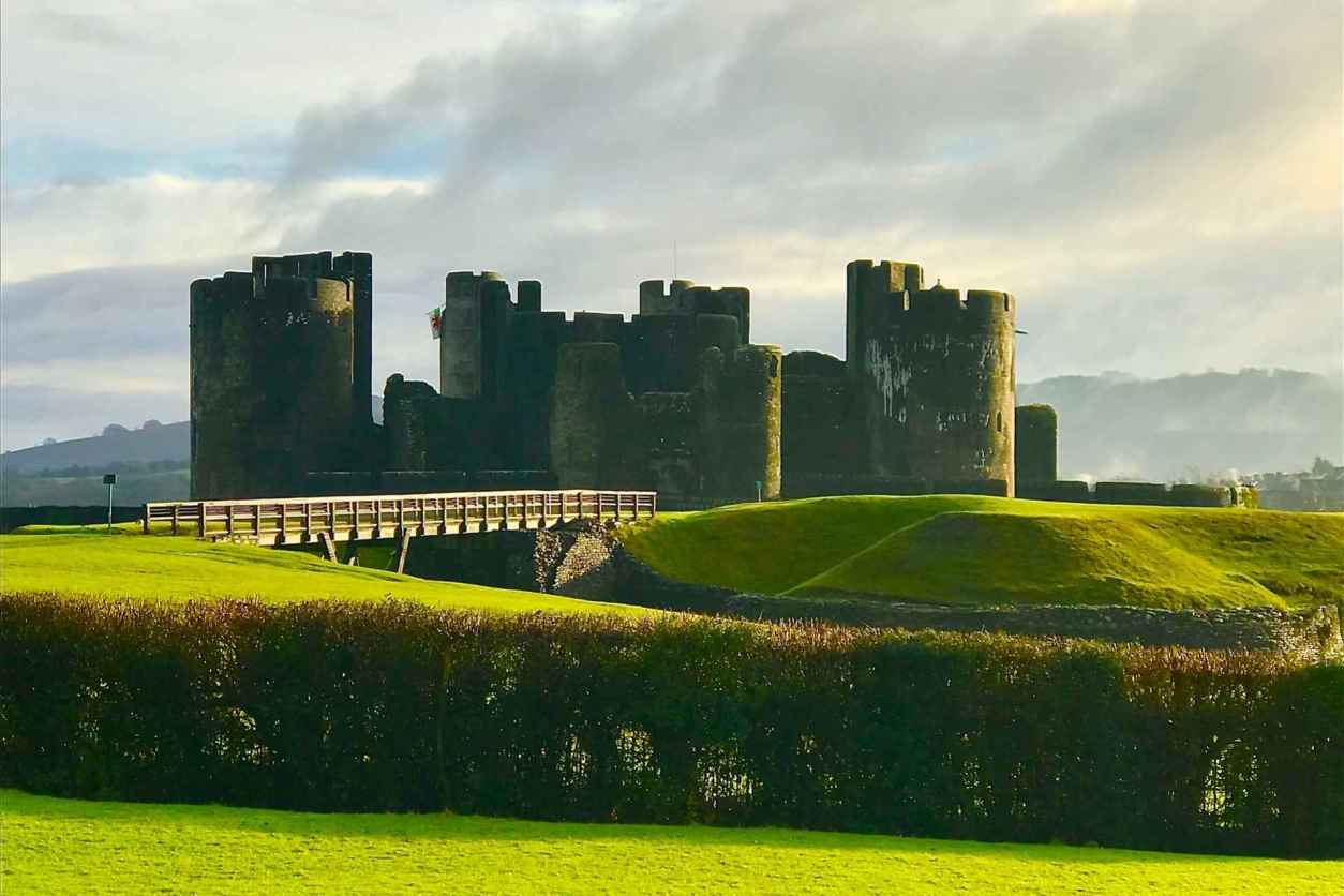 caerphilly-castle-in-the-sunlight-with-rolling-green-hills