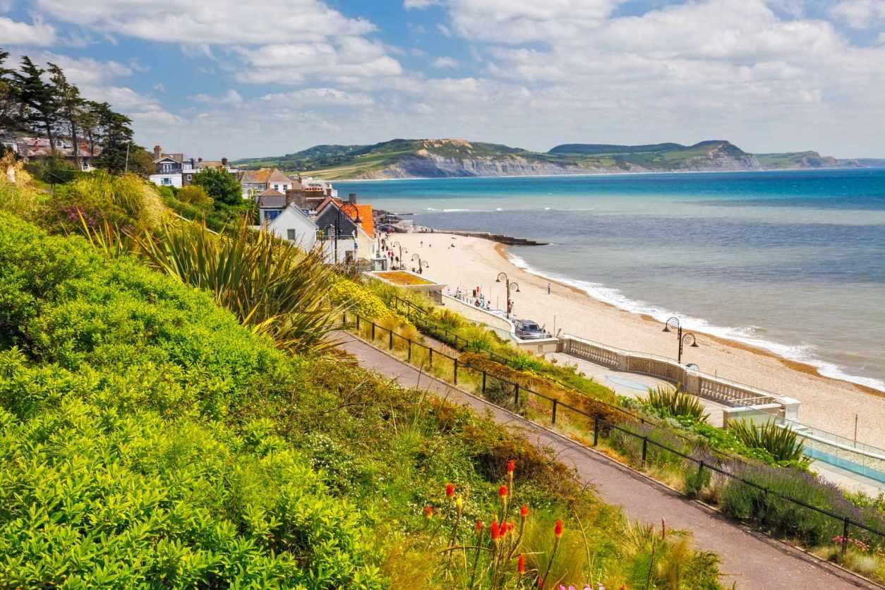 langmoor-and-lister-gardens-lyme-regis-best-beaches-in-dorset