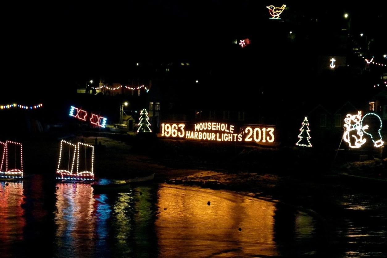 mousehole-christmas-lights-illuminations-at-night-on-harbour