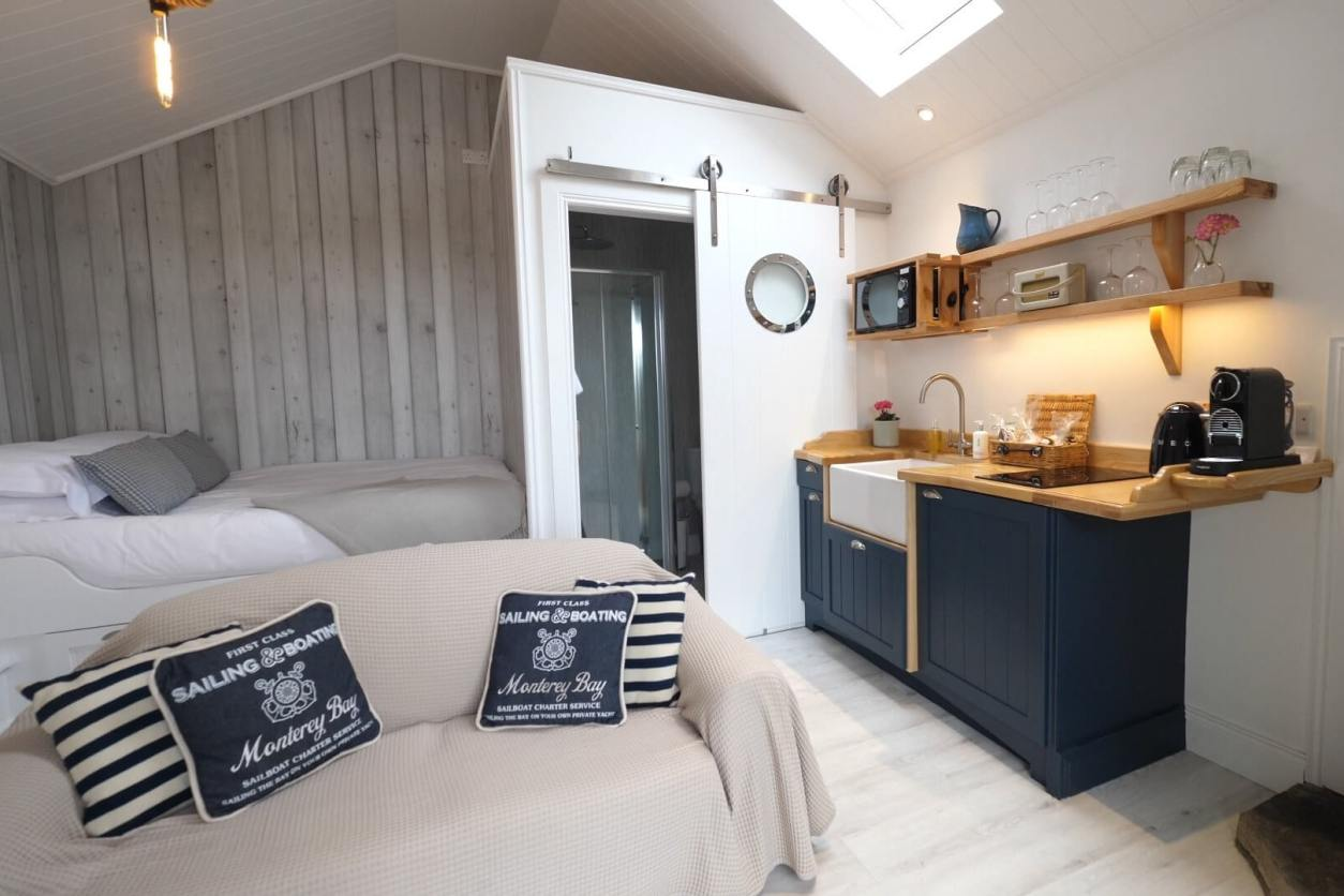 nautical-themed-minimalist-beach-hut-at-the-bee-pods-glamping-donegal
