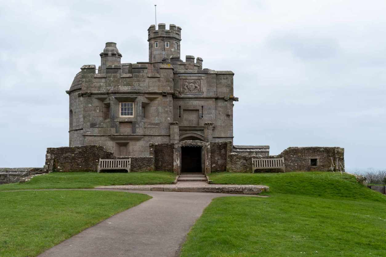 pendennis-castle-on-cloudy-dull-day