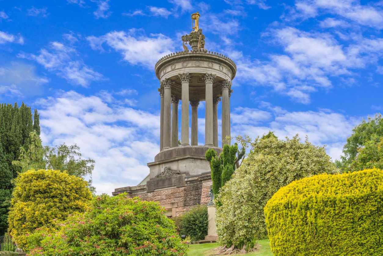 robert-burns-monument-and-gardens-on-sunny-day-along-ayrshire-coast-day-trips-from-glasgow