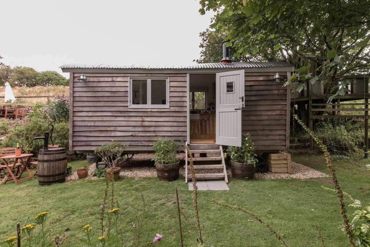 rustic-tinners-retreat-shepherds-hut-in-garden-in-lanner-best-airbnbs-in-cornwall