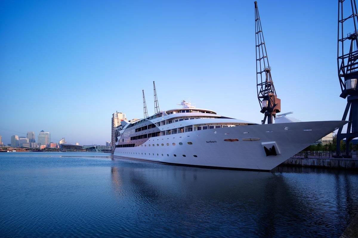 sunborn-yacht-on-river-thames