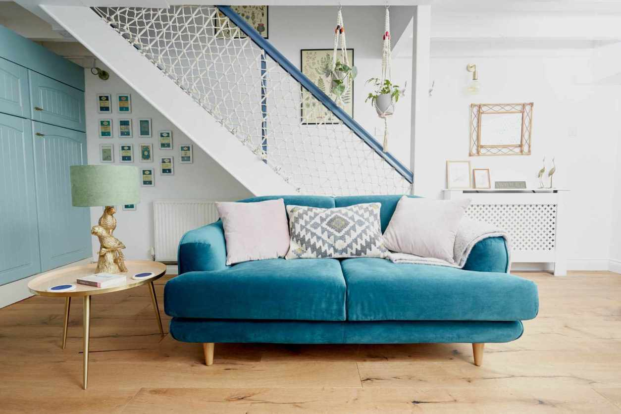 turquoise-sofa-in-living-room-in-poacher-pocket-boutique-cottage-near-camel-trail-in-helland