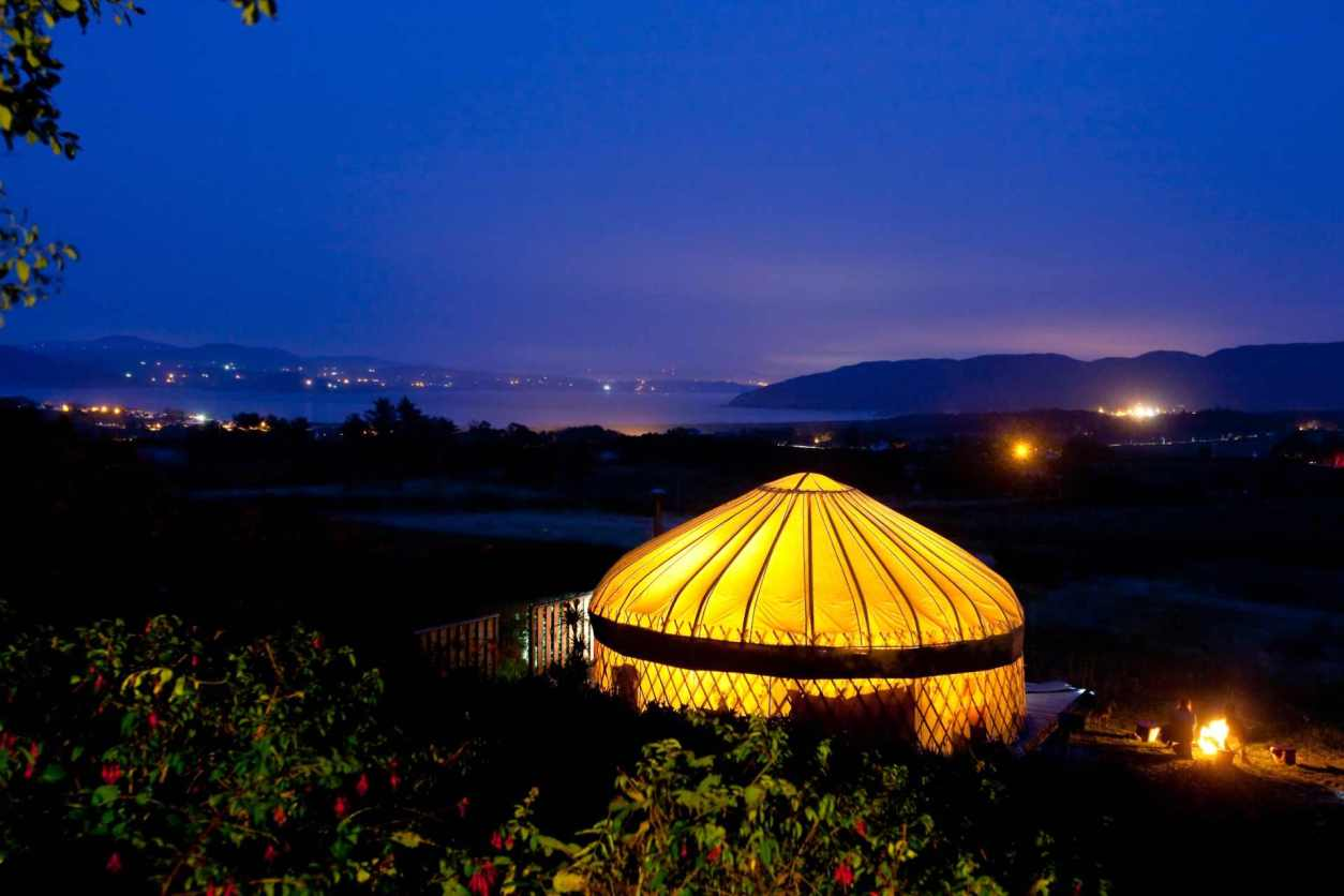 yurt-at-portsalon-luxury-camping-lit-up-at-night-glamping-donegal